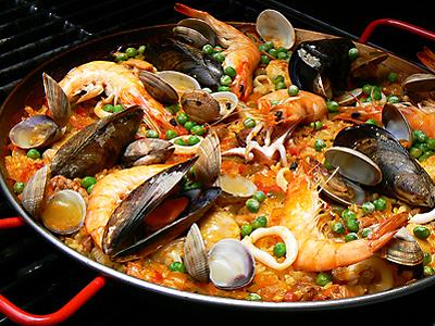 Paella - Recepten en kooktips voor klassieke gerechten en ingredienten: www.zelfmaakrecepten.nl/paella-zelf-maken
