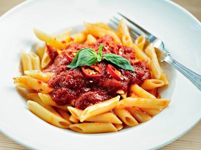 pasta met rode saus en gehakt